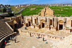 Teatro sul, ruínas romanas na cidade de Jerash Imagens de Stock Royalty Free
