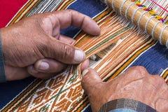 Tecelagem de Weaver Peru imagem de stock