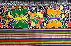 Tecelagem tradicional do norte de Teenjok dos sarongues em Tailândia Imagem de Stock