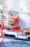Tech testar elektronisk utrustning Royaltyfri Foto