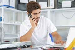Technician reqesting help from hq Royalty Free Stock Photos