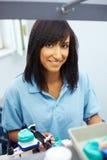 Technicien dentaire heureux images libres de droits