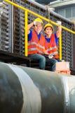 Techniciens ou travailleurs asiatiques sur le chantier de construction Photographie stock libre de droits