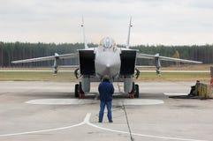 Technicus, en het vliegtuig Royalty-vrije Stock Foto