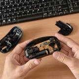 Technicusonderhoud van muis Stock Afbeeldingen