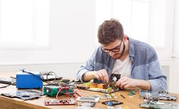 Technicusstop in microprocessor aan motherboard stock foto
