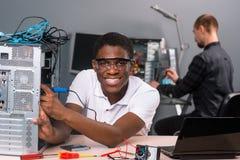 Technicy naprawia elektronika zdjęcie royalty free