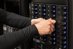 Techniczny konsultant Przystosowywa dysk twardy stertę W SAN Przy Datac obrazy stock