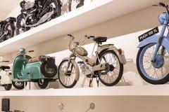 Techniczny muzeum w Wiedeń eksponuje ekspozycj teraźniejszość historia rozwój pojazdy i motocyklu moped bi Zdjęcia Royalty Free