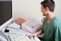 Technik ono Uśmiecha się Przy pacjentem zdjęcia royalty free