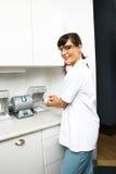 Techniker im zahnmedizinischen Labor Lizenzfreie Stockfotos
