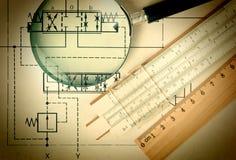 Technikhilfsmittel auf technischer Zeichnung stockfoto