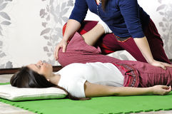 Technische Durchführung der thailändischen Massage lizenzfreies stockfoto