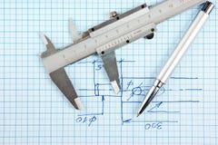 Technische Zeichnung und Tasterzirkel mit Stift Stockbild