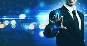 Technologia ekran z biznesmenem na błękita światła tle obrazy royalty free