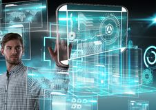 Technologia interfejs i biznesmena macanie powietrze przed 3D budynku interfejsami Zdjęcie Stock