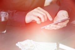 Technologia, Lekkiego tonowania online bankowość, przelew pieniędzy, handlu elektronicznego pojęcie Zdjęcia Stock