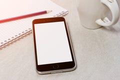 Technologie-apparatenspot omhoog op bureauachtergrond Stock Afbeelding