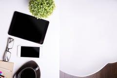 Technologie auf dem Bürodesktop Stockfoto