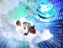 Technologie d'Internet Homme d'affaires avec l'ordinateur portatif Photographie stock