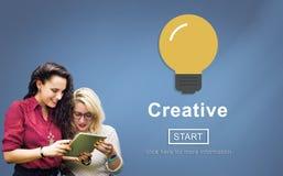 Technologie de solution d'innovation d'inspiration d'idées de créativité concentrée photo stock