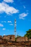 Technologie du sans fil d'antennes du mât TV de tour de télécommunication Photographie stock