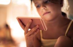 Technologie für Schulkind ist wichtig stockfotografie