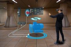 Technologie futée d'Iot futuriste dans l'industrie 4 0 concepts, utilisation d'ingénieur ont augmenté la réalité virtuelle mélang images stock