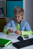 Technologie im Leben des Jungen Stockfoto