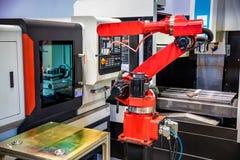 Technologie industrielle moderne de bras robotique Images libres de droits