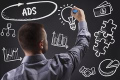 Technologie, Internet, Geschäft und Marketing Junger Geschäftsmann stockfotografie