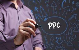Technologie, Internet, Geschäft und Marketing Junger Geschäftsmann Lizenzfreies Stockfoto