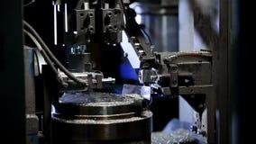 Technologie-machine bij de fabriek Verwerkingsdetails stock video
