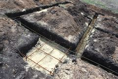 Technologie van het graven tranches onder de stapel en bandbasispret royalty-vrije stock afbeeldingen