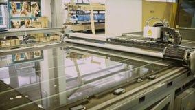 Technologie van productie dubbel glas voor pvc-vensters stock video