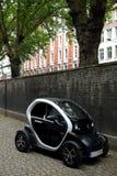 Technologie : Voiture électrique de Renault Image libre de droits