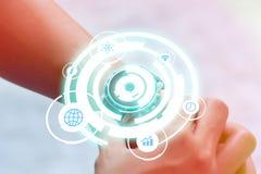 Technologiehologram in smartwatch Stock Fotografie
