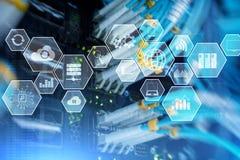 Technologieinfrastrukturwolkentechnologie und -kommunikation Serverraum stockbilder