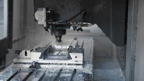 Technologieprozeß der Metallverarbeitungs- und Maschinenherstellung des Presseformabschlusses oben stock video