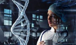 Technologies innovatrices en science et médecine Media mélangé Photos libres de droits