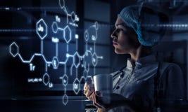 Technologies innovatrices en science et médecine Media mélangé Image stock