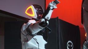 Technologies robotiques modernes Soir?e dansante robotique Technologie robotique fut?e Repr?sentation de danse Nouveau divertisse banque de vidéos