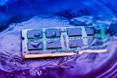 Technologii elektroniczny pojęcie jednostka centralna baranu komputerowy spadek w Obraz Stock