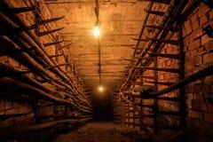 Technologische communicatie ondergrondse tunnel met elektrokabels Royalty-vrije Stock Foto
