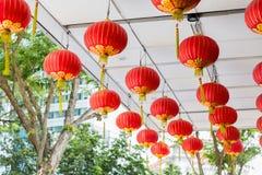 Techo adornado con el colgante de las linternas chinas Imagen de archivo libre de regalías