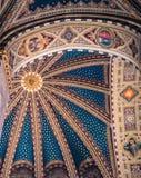 Techo adornado del interior de la basílica del santo Antho Imagen de archivo