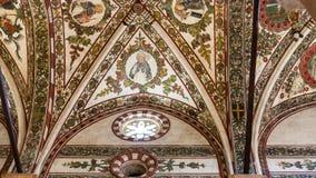 Techo adornado en el chiesa di Sant Anastasia Fotografía de archivo