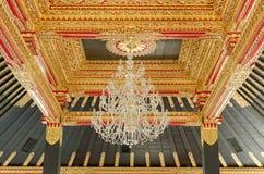 Techo con el ornamento hermoso en palacio del sultanato de Yogyakarta Fotos de archivo