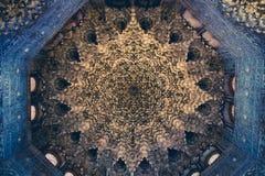 Techo con los detalles esculpidos complejos del origi del árabe del moorish imagen de archivo libre de regalías