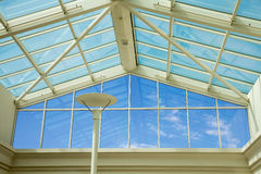 Techo de cristal - cielo azul Foto de archivo